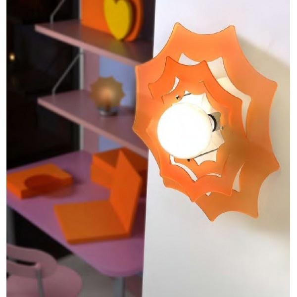 LAMPADA APPLIQUE PLAFONIERA SOLE  Codice: 837    Lampada applique o plafoniera a luce diffusa.  Diffusore in metacrilato con struttura in metallo verniciato nichel.  Diffusori disponibili nei colori:  - arancione (C4)  - rosso (C8)    La lampada viene fornita sprovvista di lampadina.  Con una maggiorazione di € 3 è disponibile nella versione con cavo esterno.  Il colore va specificato al momento dell'acquisto.    Dimensioni: ø50 cm.  Lampadina consigliata: 1X100 Watt attacco E27…