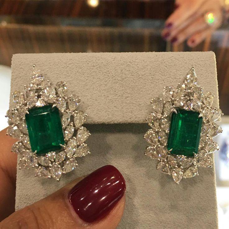 @luxuryjewelleryevents. Colombian emeralds to make you green with envy from @miamoon.jewellers at the @alfardanjewelry pavilion! #alfardanjewellery