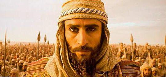 Darius III (Raz Degan), Shahanshah of the Persian Empire, his Immortals and troops