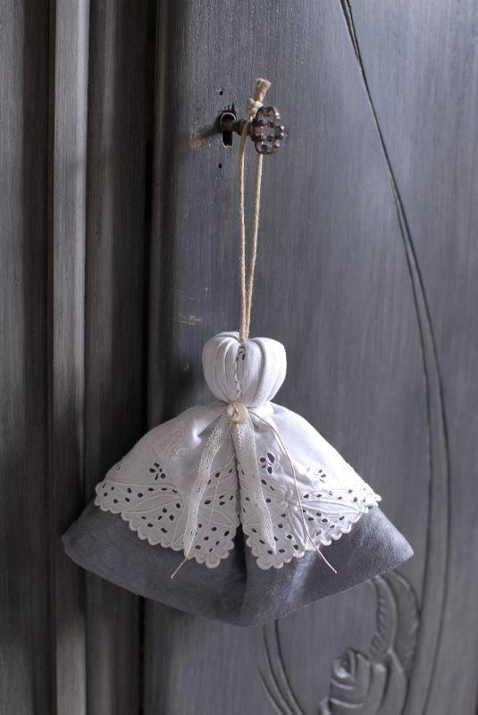 vente atelier 06 12 2011 039                                                                                                                                                                                 Plus