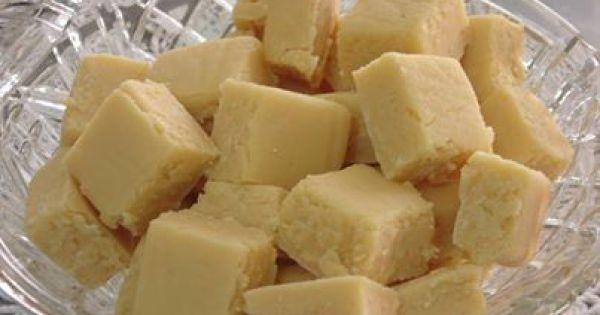 1 lata de leite condensado  - 1 e 1/2 lata de açúcar(use a do leite condensado para medir)  - margarina para untar a forma