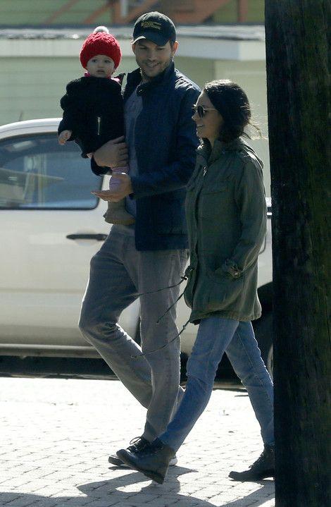 Ashton Kutcher, Mila Kunis & daughter Wyatt