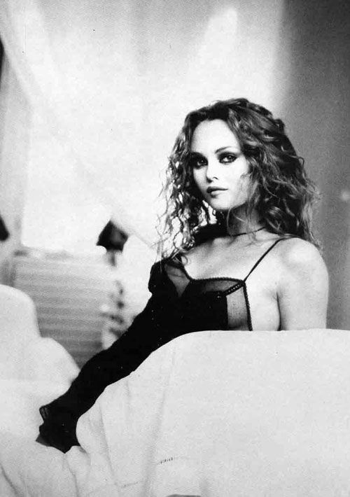 233 best images about vanessa the movie star on pinterest trips feathers and vanessa paradis. Black Bedroom Furniture Sets. Home Design Ideas