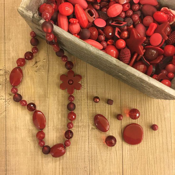 #duepuntihandmade #handmade #handmadewithlove #handmadejewelry #withlove #necklace #pearls #colors #red #bordeaux #autumn #welcome #doityourself #diy #gift #giftideas #byebyeseptember #october #haveaniceday #saturday #weekend