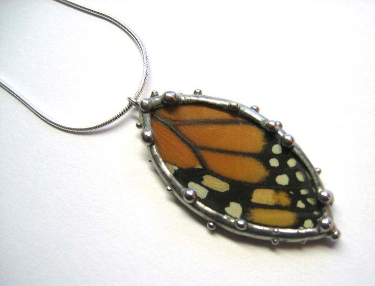 Collar de mariposa monarca real ala - pétalo de forma de neile en Etsy https://www.etsy.com/es/listing/63824985/collar-de-mariposa-monarca-real-ala