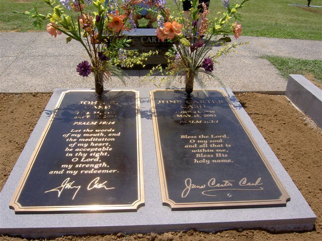 Johnny Cash & June Carter Cash  (Hendersonville Memory Gardens - Hendersonville, TN)