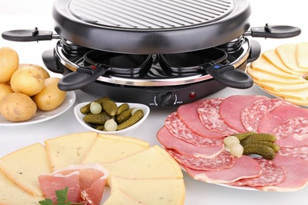 Raclette gril se surovinami