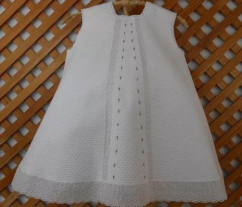 Hoy nuevo tutorial para bebé, aprende a hacer un Jesusito, un vestido para bebés, tanto niñas como niños pues sirve de faldón, con un jersey debajo, y más tard