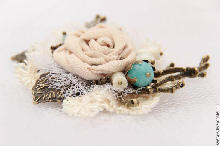 """Купить брошь """"СбЕжАвШаЯ НеВеСтА """" - брошь цветок, брошь, текстильная брошь, украшение для платья"""