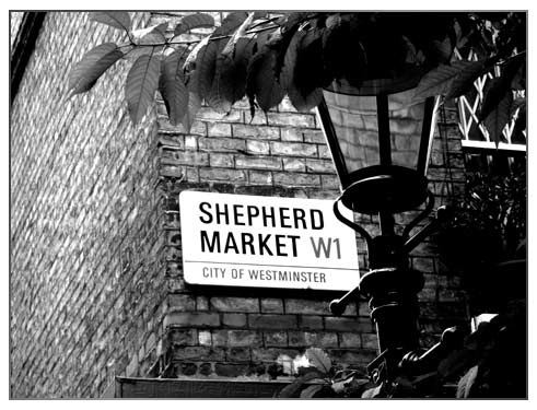 Shepherd Market: Cobbled lanes and boutique shops and restaurants hidden in the heart of Mayfair. Not to be confused with Shepherd's Bush!