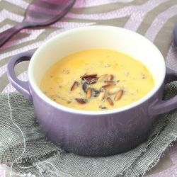 Carrot and courgette cream soup with thyme oil: vegetarian