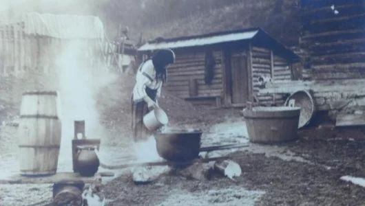 """Borşul, ingredientul multifuncţional din bucătăria ţăranului la 1900. La ce tip de femeie ieşea mereu """"acru cum îi focul"""" –"""