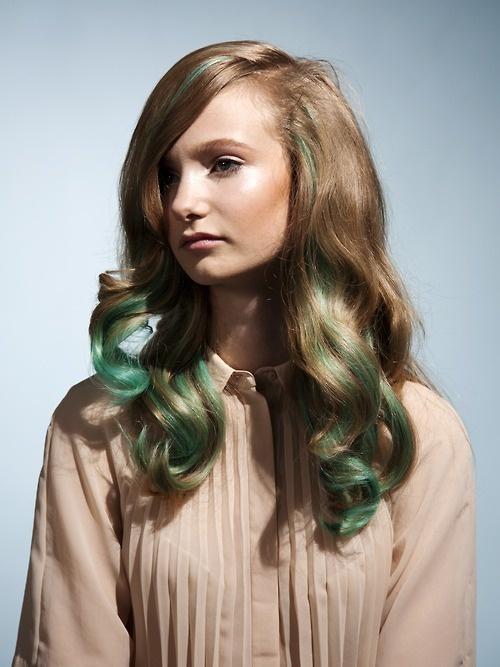 Мы не призываем красить волосы зеленкой, а вот с накладными прядями можно и поиграть. Какие цвета выбрала бы ты, чтобы освежить свою прическу?  https://www.facebook.com/remington.ukraine