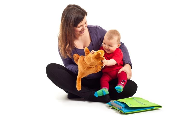 Helen Doron babaangol 3 hónapostól 24 hónapos korig, a kétnyelvűség biztosítására minél előbb érdemes eljönni, ráadásul közben a mamák is csiszolhatják angoltudásukat:)