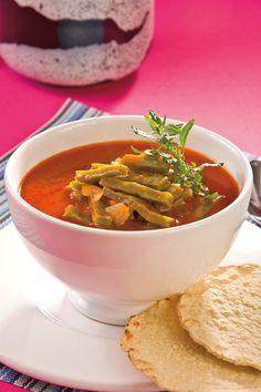 Ofrece a tu familia opciones saludables y nutritivas en la hora de la comida, esta deliciosa sopa de nopales les va a fascinar.