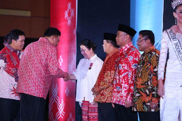 Puan Maharani Terima Anugerah jadi Warga Kehormatan Sulawesi Utara