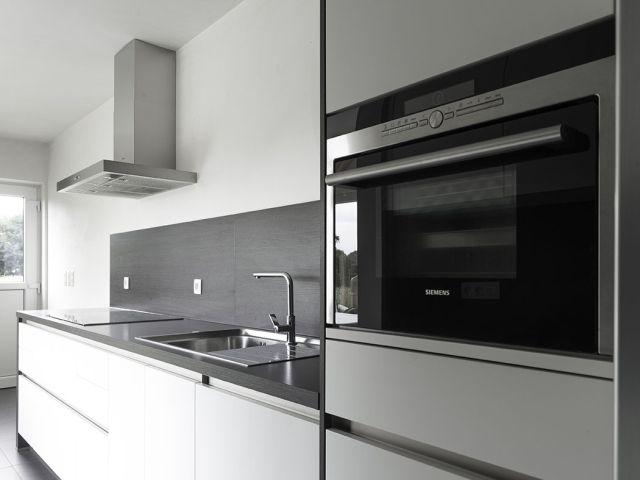 Keuken • eigentijds • nieuwbouw • modern • oven op hoogte • Foto: www.thuisbest.be
