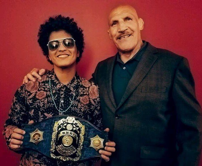 「I was nicknamed after this professional wrestler Bruno Sammartino. Tonight in Pittsburgh I had the honor of meeting him! 」(Aug/22/2017)