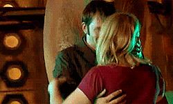Gif * David Tennant and Billie Piper, the last day of Series 2. David and Billie hugs are the best thing ever. Like fluffy unicorns.