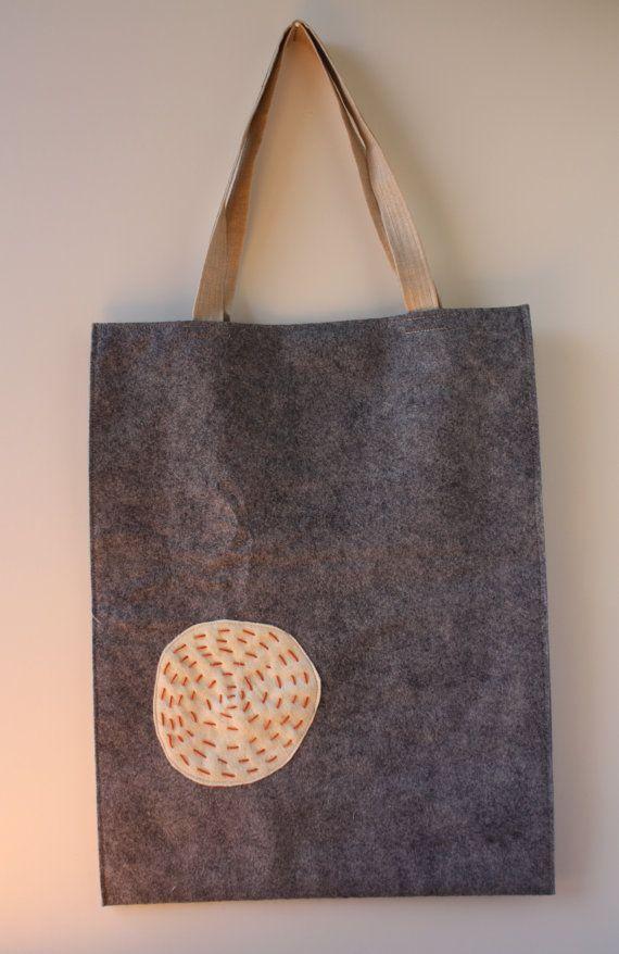 Japanese Felt Zakka Sashiko Tote; easy to make; sewed on doilies and buttons; used drapery tiebacks for handles.