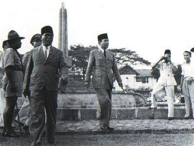 Ir. Sukarno meresmikan Tugu Nasional Malang pada tanggal 20 Mei 1953 yang berlokasi di Jalan Tugu yang merupakan salah satu karya arsitektur beliau