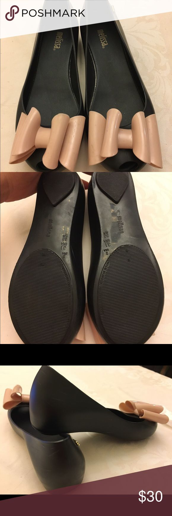 Melissa ballet flats for youth girl's size 2 Used in good condition Melissa flats ultra bow color black & nude. Size 2! Measurements from heel to toe is 8.25 inches. Please see pictures to see scuffes due to normal wear. Still have the yummy smell! ✨ Mini Melissa Shoes Slippers