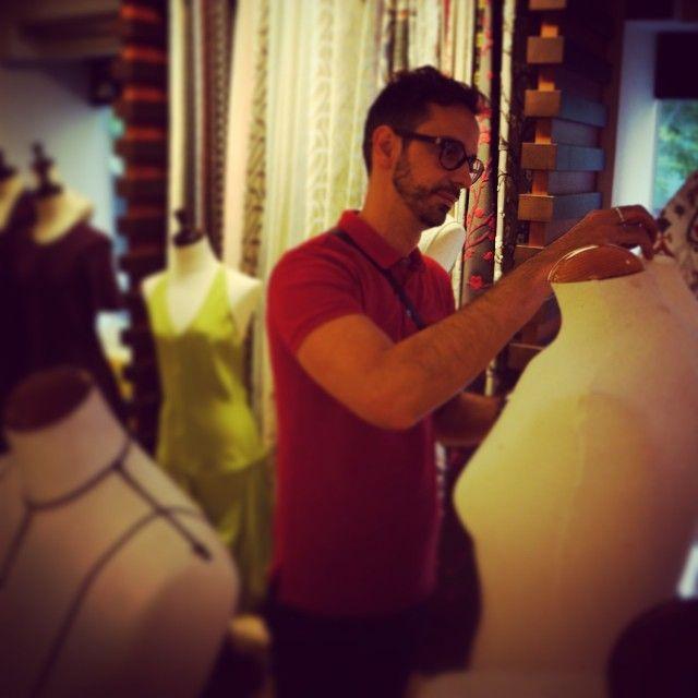 @macariojimenez en @gancedo_tapicerias preparando todo para la gran noche de la moda en #Madrid #20añosMJ #mj #vfno2014 @voguespain