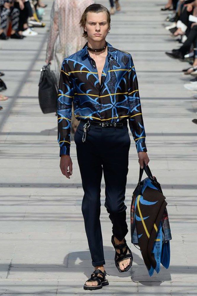 http://www.vogue.com/fashion-shows/spring-2017-menswear/louis-vuitton/slideshow/collection