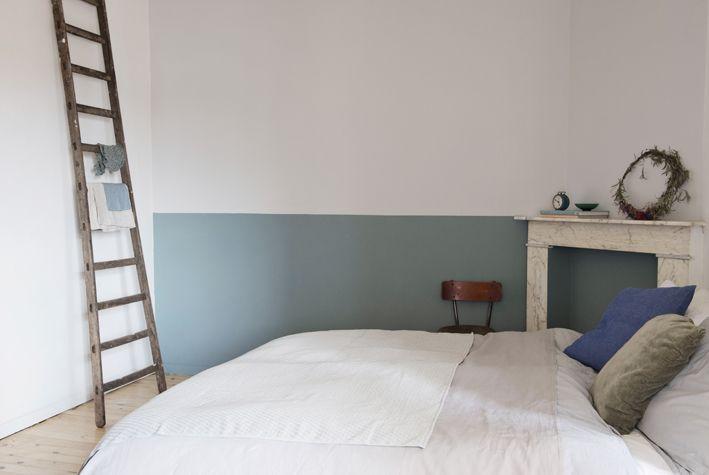 un mur bicolore dans une chambre peindre un mur jusqu 39 mi hauteur une id e simple et peu. Black Bedroom Furniture Sets. Home Design Ideas