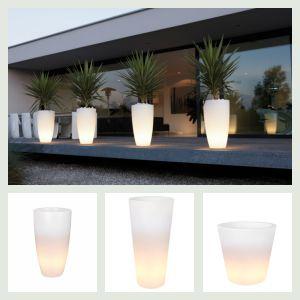 Elho pure krukker med lys i. Find forhandler på bloggen frubruun.dk #altantilbehoer #furniture #multifunctional #furnituredesign