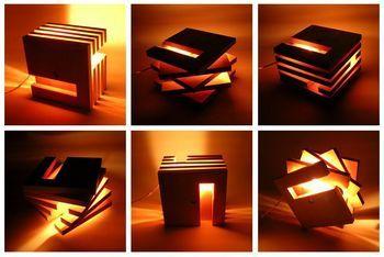 デザイナー常川貴扶さんによってデザインされた木製の間接照明。置く角度によって光の出方が変わるのである。木という素材によってやわらかい光になる。