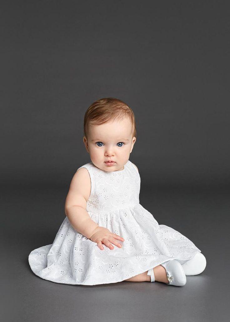 Dolche&Gabbana создает прекрасные работы не только для взрослых. Они позаботились и о самых маленьких принцессах и принцах. Ткани в цветах, кружево, бархат, искусственный мех, ткани с детскими рисунками, и строгие костюмы и платья... все это вы можете увидеть в коллекции зима 2016 от Dolche&Gabbana. Создатели позаботились не только о красоте, но и о удобстве, что играет чуть ли не самую…