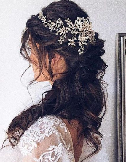 21+ Concepts For Wedding ceremony Day Hairstyles Half Up Curls Brides