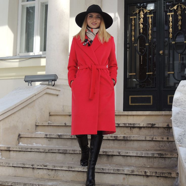 Look fabulous wearing a fresh and youthful red coat. Discover the discounted price for the red Cezara coat in out online shop.