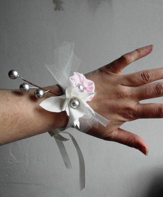 85184f9d0aa2f54375e59379ea86eb94  flower corsage wedding rustic