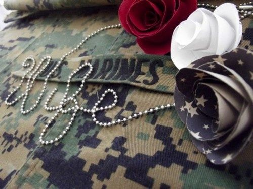 Such a cute idea for a military wedding. Love this!! Even without the flowers it would be great.