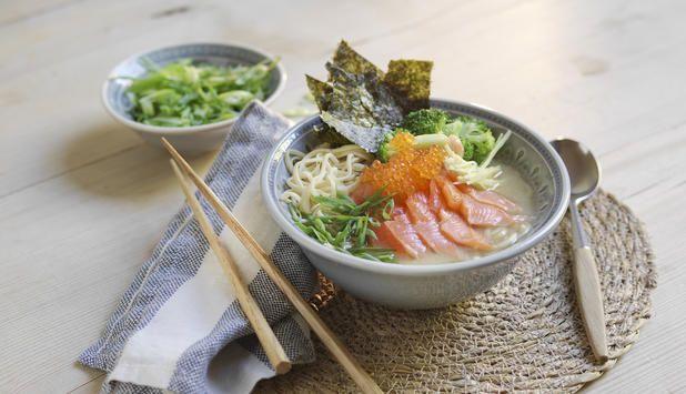 Ramen er en tradisjonell japansk nudelsuppe med mye smak i. Spennende, men også rask og enkel hverdagsmat.