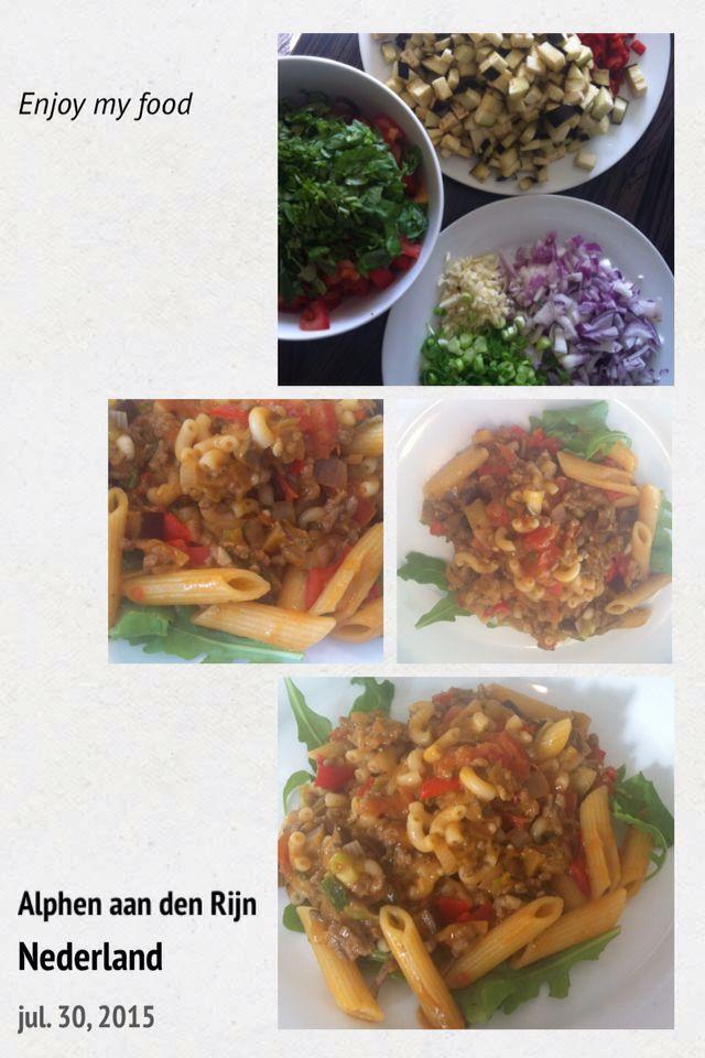Pasta met rundergehakt, aubergine, zoete paprika, tomaten, basilicum, room, groene pesto en keltisch zeezout..smakelijke groet.