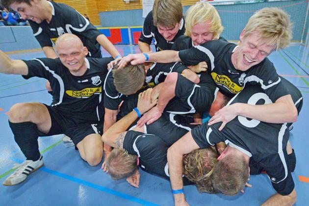 Bielefelder Hallenfußball-Stadtmeisterschaften beginnen: Der VfL Theesen ist der Gejagte -  Das Ziel ist die Seidensticker-Halle