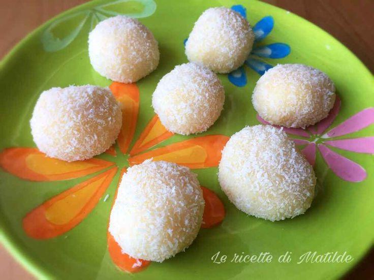 Ricetta dolcetti al cocco brasiliani La ricetta di oggi è quella dei golosissimi dolcetti al cocco brasiliani, delle morbide palline fatte con latte condensato e cocco grattugiato, che si preparano molto velocemente e spariscono altrett #dolci #pasticceria #brasile