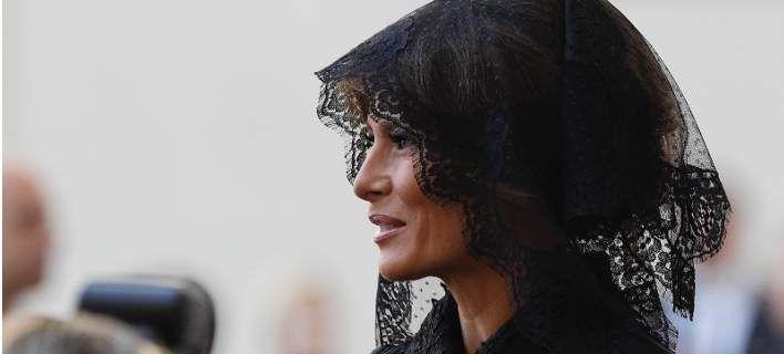 Γιατί Μελάνια και Ιβάνκα πήγαν στο Βατικανό με μαύρα δαντελένια μαντίλια στο κεφάλι σαν χήρες [εικόνες]