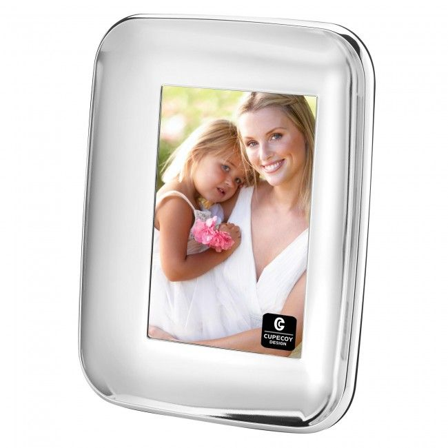 Display your favourite memories in this stylish metal frame.