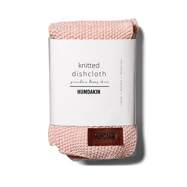 De gebreide vaatdoek van HUMDAKIN zijn een genot om mee te werken. Ze voelen zacht aan en zijn sterk in het opnemen van vuil. Scandinavische kleuren    #roze #pink #pastel #keukendoek #keukentextiel #byjensen