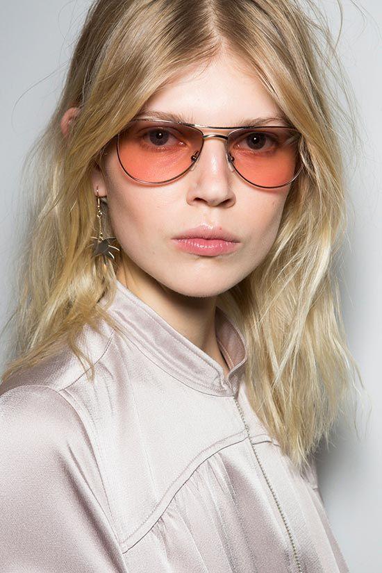 Μπορείτε να μάθετε περισσότερες πληροφορίες στο άρθρο του Efi's Secrets για τα γυαλιά ηλίου που θα φορεθούν φέτος την άνοιξη!