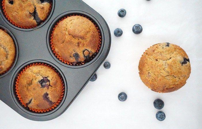 Deze spelt muffins met blauwe bessen zien er niet alleen heel feestelijk uit, ze zijn qua smaak ook door mijn dochter goedgekeurd!