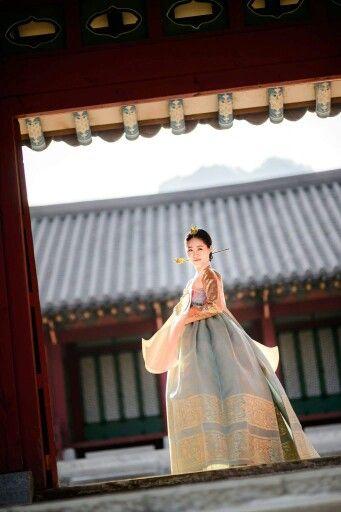 한복 Hanbok : Korean traditional clothes[dress] | #ModernHanbok もっと見る