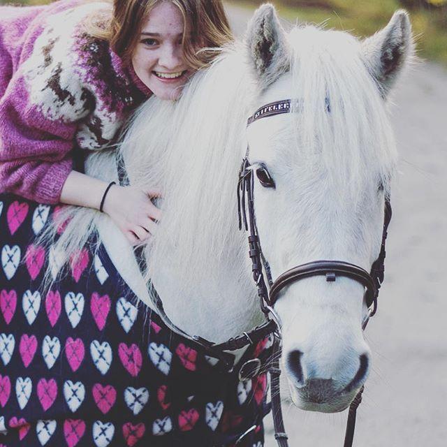 Lovely pink equipage! #HookedOnHööks I www.hookseurope.com I helene_eq