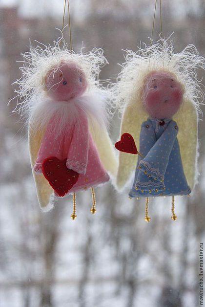 Купить или заказать Влюбленные ангелочки. в интернет-магазине на Ярмарке Мастеров. Влюбленные ангелочки принесут уют в Ваш дом,украсят интерьер ,послужат отличным сувениром ко дню свадьбы или станут милым презентом любимым.Могут быть использованы в качестве подвески в Вашем авто. ЦЕНА ЗА ОДНОГО КРЫЛАТОГО))),ЦВЕТОВЫЕ ПРЕДПОЧТЕНИЯ…