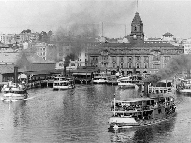Devonport ferries. Ferry building and Akld city