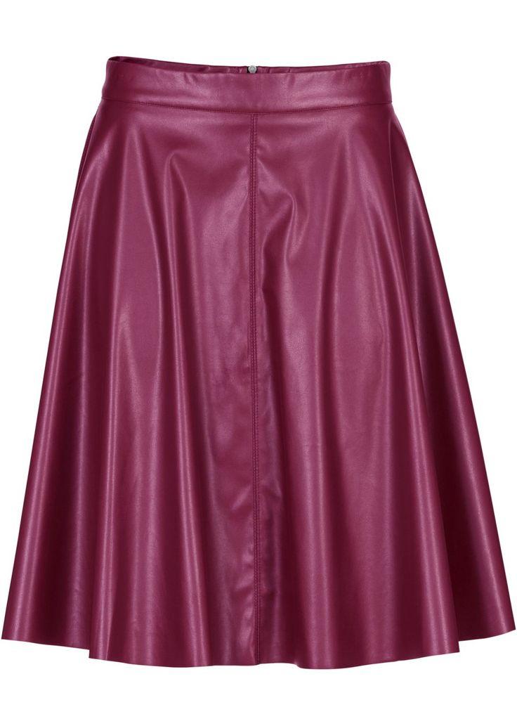 Veja agora:O corte godê confere a esta linda saia de couro sintético um look superfeminino. A saia tem modelagem folgada nas pernas e é trabalhada na frente e nas costas com costuras divisórias. Fechamento com zíper nas costas.